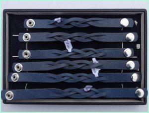atelier texel - leren vlecht armbanden - blauw - drukknoppen