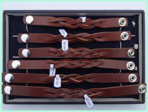 atelier texel - leren vlecht armbanden -bruin- drukknoppen