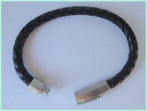 Leren armband met een edelstaal slot
