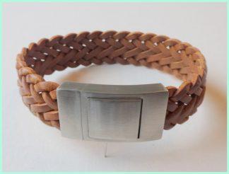 Breed gevlochten leren armband lichtbruin Atelier Texel